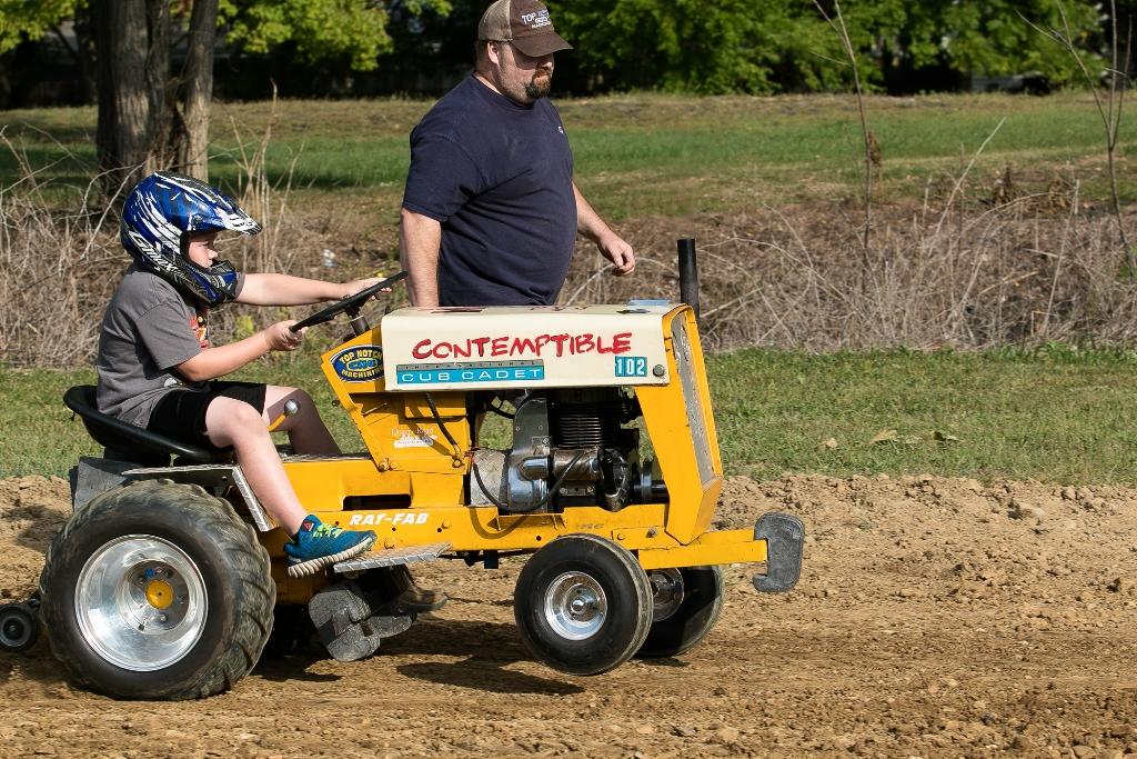 Pro Stock Garden Tractor Puller : Stock altered garden tractor pulling ftempo